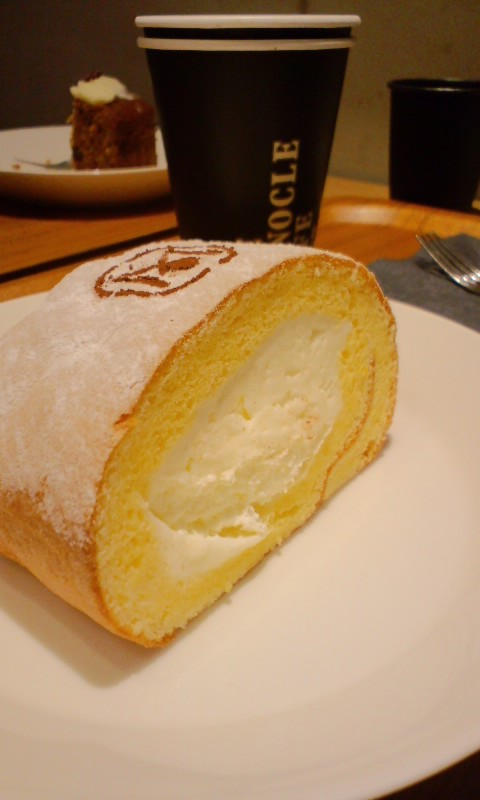 モノクルカフェ ロールケーキ