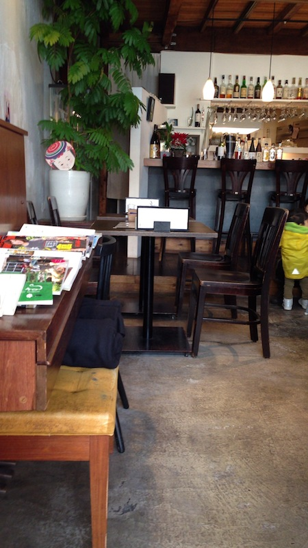 カフェ ライフフォース 店内