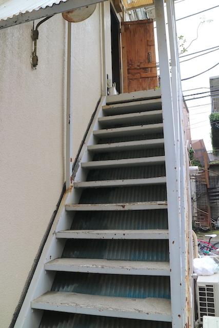 ムーンファクトリーコーヒー 階段