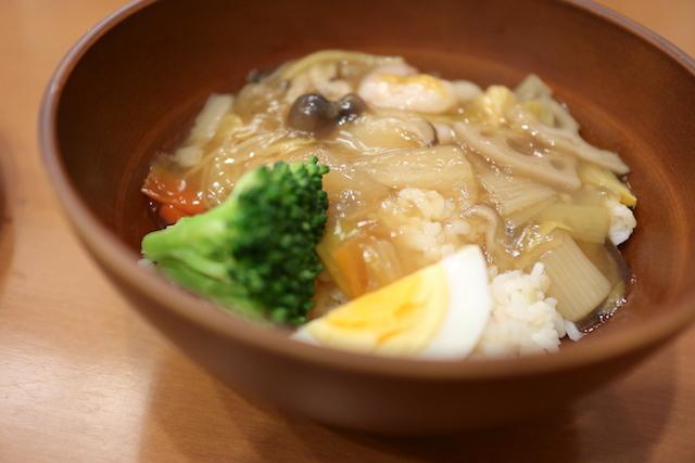泥武士キッチン えびと冬野菜のしょうが風味あんかけごはん