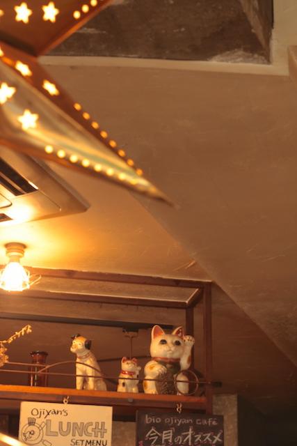 ビオ・オジヤン・カフェ 店内と招き猫