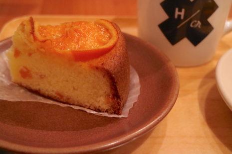 ビー ア グッド ネイバー コーヒー キオスク オレンジとカスタードのケーキ