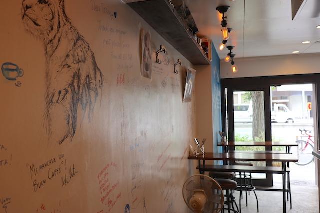 カフェ ソスペーゾ 店内
