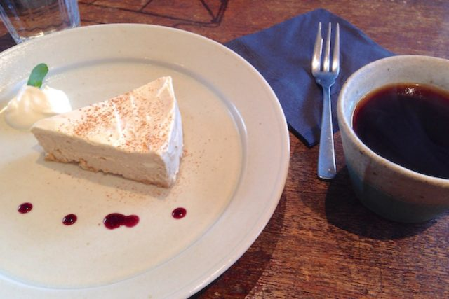 松庵文庫 TUTUJI CAFE スパイスチーズケーキ