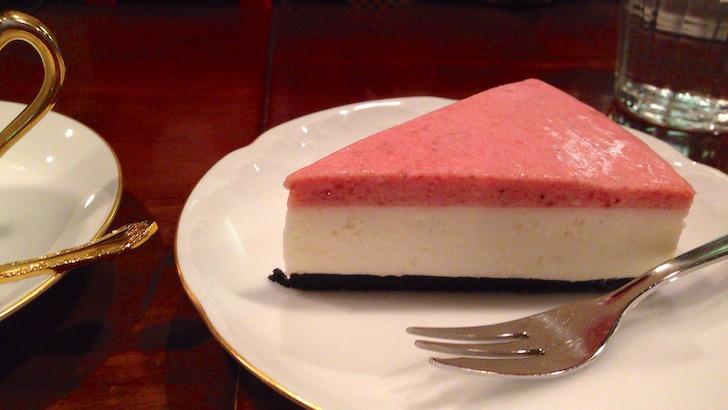 蔦珈琲店 ストロベリーレアチーズケーキ