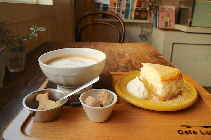 カフェオレとパインのチーズケーキ カフェ・ロッタ