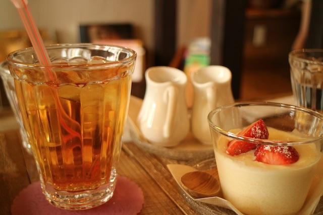 ブックカフェ デイズ 紅茶とカスタードプリン