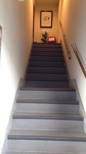 カフェ スノウドロップ 階段