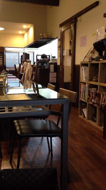 カフェ スノウドロップ 店内