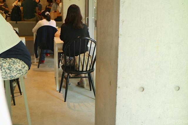 ブルーボトルコーヒー 青山カフェ店内