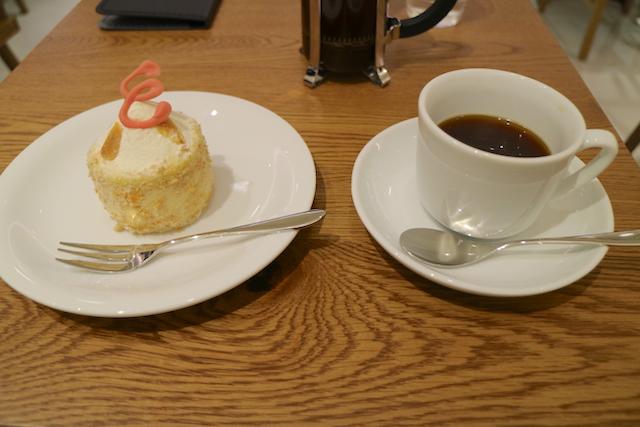 横井珈琲 パセオ店 コーヒーとケーキ
