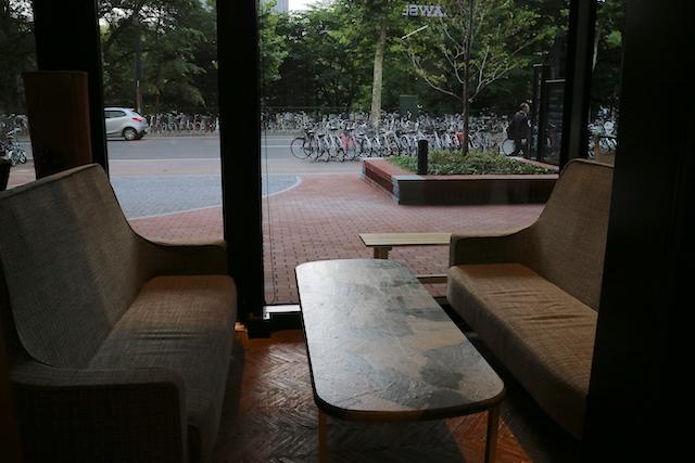 椿サロン×円山パンケーキ 店内