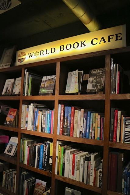 WORLD BOOK CAFE 本棚