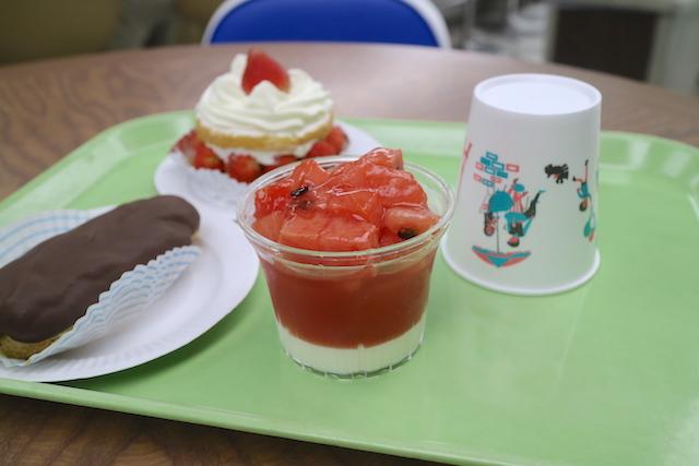 近江屋洋菓子店 神田店 ゼリーとエクレアとショートケーキ