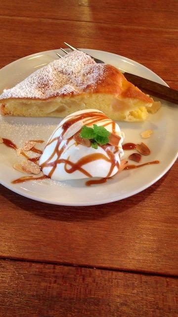 COOK's Cafe & Deli あたたかい林檎のケーキ
