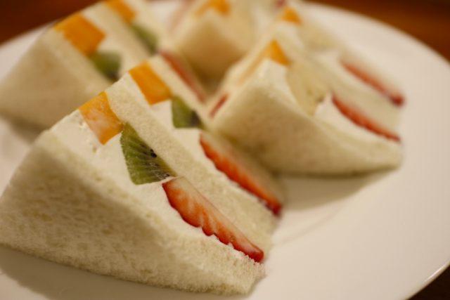 今日はフルーツサンドイッチです