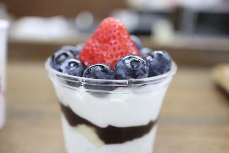スーパーブルーのカップケーキ 近江屋洋菓子店 本郷店