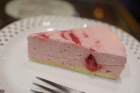苺のレアチーズケーキ ぽえむ 狛江南口店