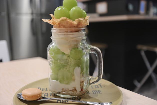 シャインマスカットパフェ Udon Cafe Peru