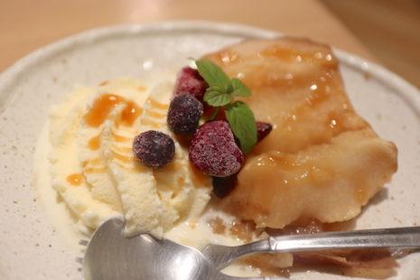 焼きりんご ソフトクリーム添え カフェ マメフク