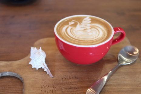 バックヤードラテ THE BACKYARD CAFE