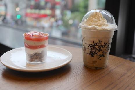 ピーチ&アールグレイ ケーキカップと加賀棒ほうじ茶フラペチーノ スターバックスコーヒー