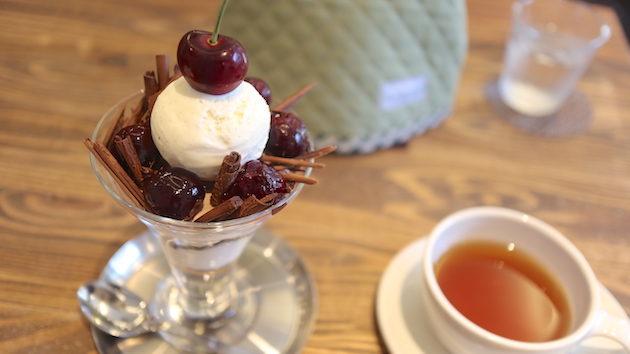 フォレノワールパフェ henteco森の洋菓子店