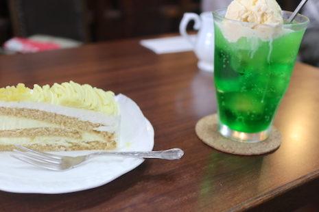 マロンケーキとクリームソーダ 男爵