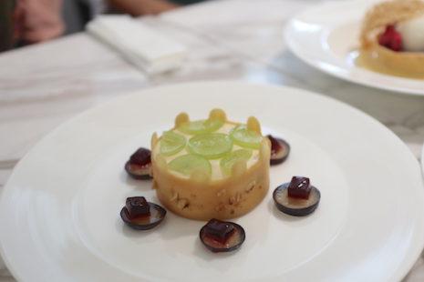 巨峰のレアチーズケーキとマスカットワインのサバヨンソース Rire Ginza