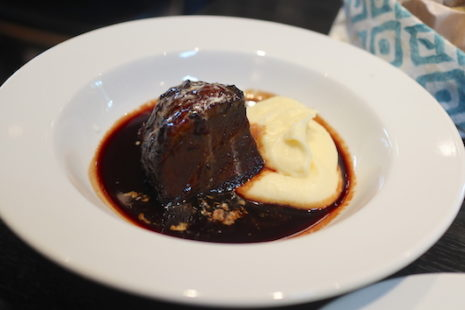 牛ホホ肉の赤ワイン煮 ブレッド&タパス 沢村