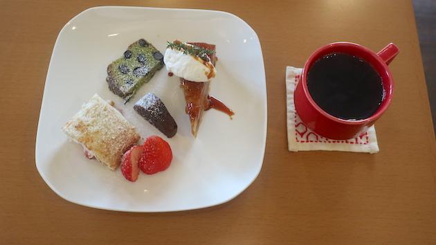 ケーキ盛り合わせ Cafe voisine