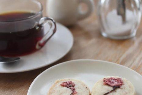 桜クッキーと深煎りコーヒー anamo cafe