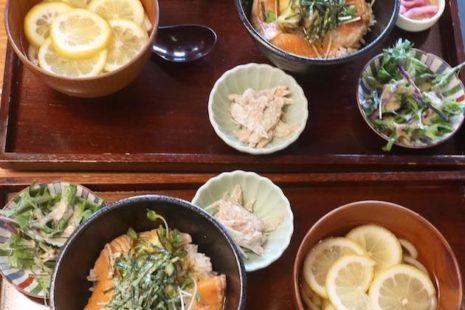 炙りサーモンのアボカドご飯&檸檬の冷やしうどん 築地本願寺カフェ Tsumugi