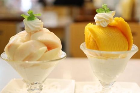 桃のパフェとマンゴーパフェ FRUITS PARLOR MISHIMA