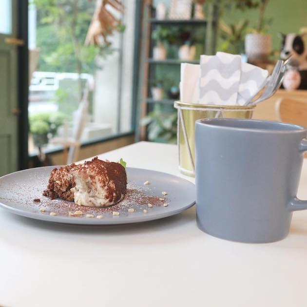 ティラミスとドリップコーヒー Weekend Green&Cafe