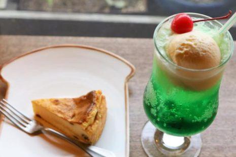 ニューヨークチーズケーキとクリームソーダ 喫茶 居桂詩
