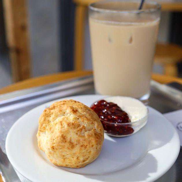 ホットスコーン ジャムとクリーム添え SHOZO COFFEE STORE