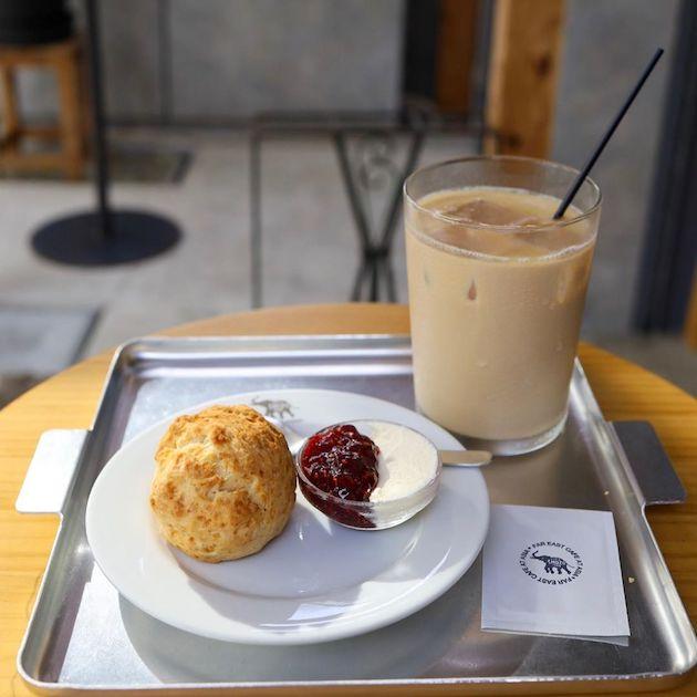 ホットスコーンとカフェオレ SHOZO COFFEE STORE